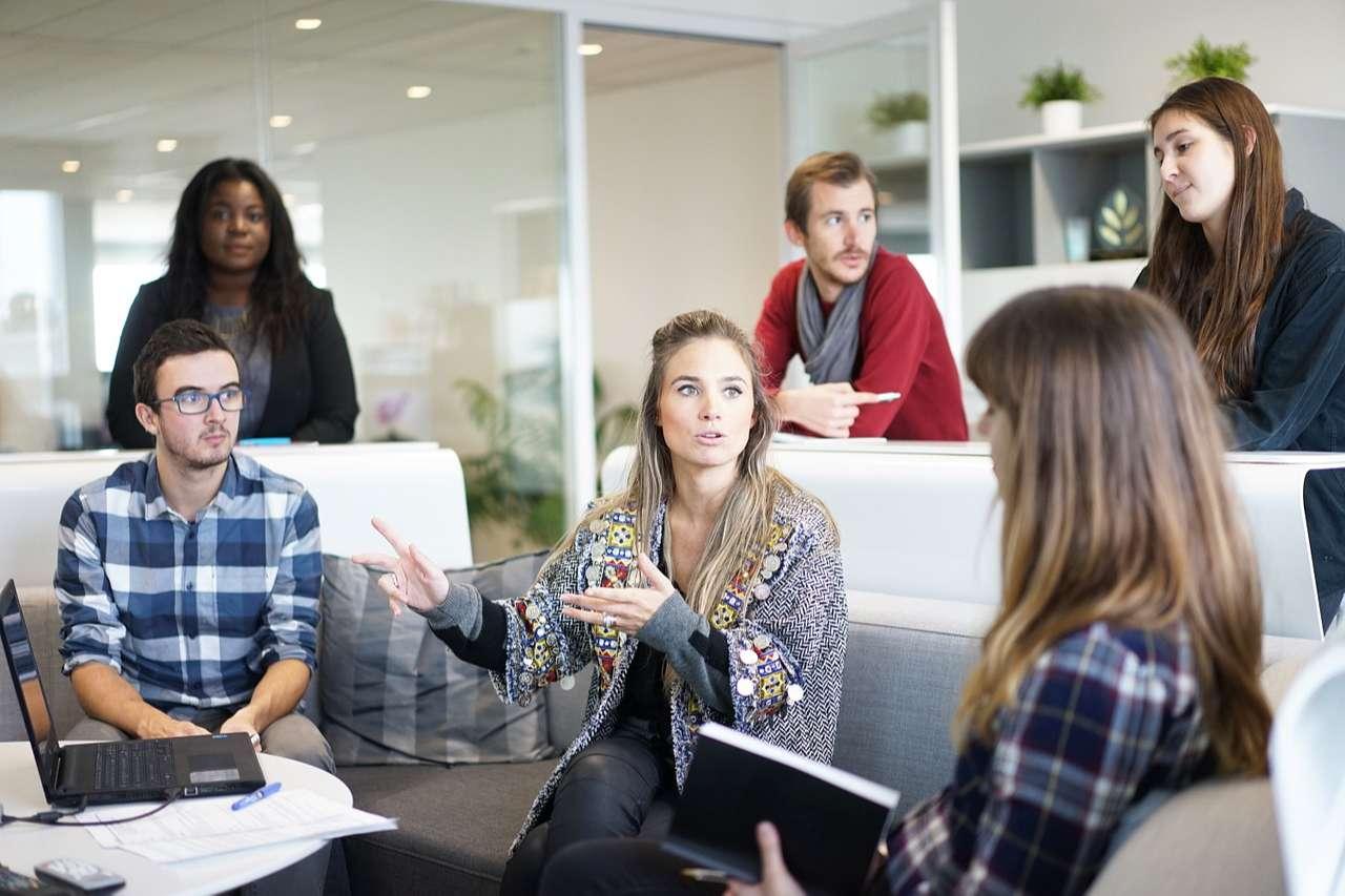 Le social selling est une stratégie utilisant les réseaux sociaux